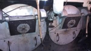 de beide stookkachels/ketels